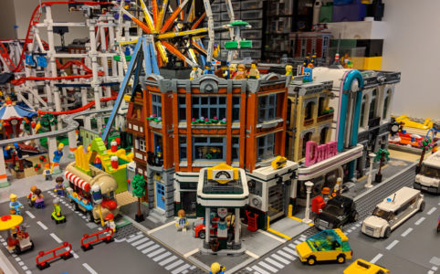 lego-creator-expert-eckgarage-10264-modulares-gebaeude-new-ukonio-city-update-dezember-2018-zusammengebaut-andres-lehmann zusammengebaut.com