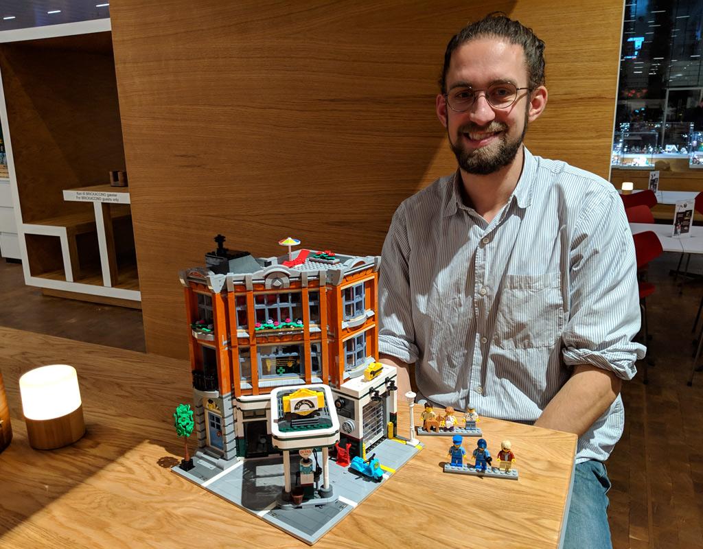 lego-house-weihnachten-designer-mike-psiaki-eckgarage-2018-zusammengebaut-andres-lehmann zusammengebaut.com