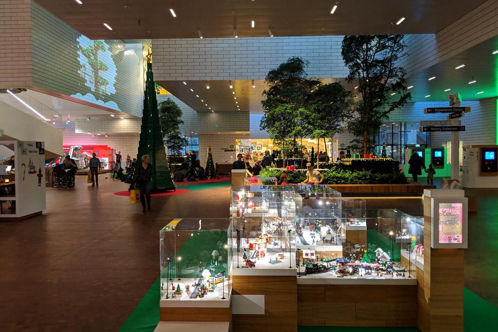 lego-house-weihnachten-foyer-2018-zusammengebaut-andres-lehmann zusammengebaut.com