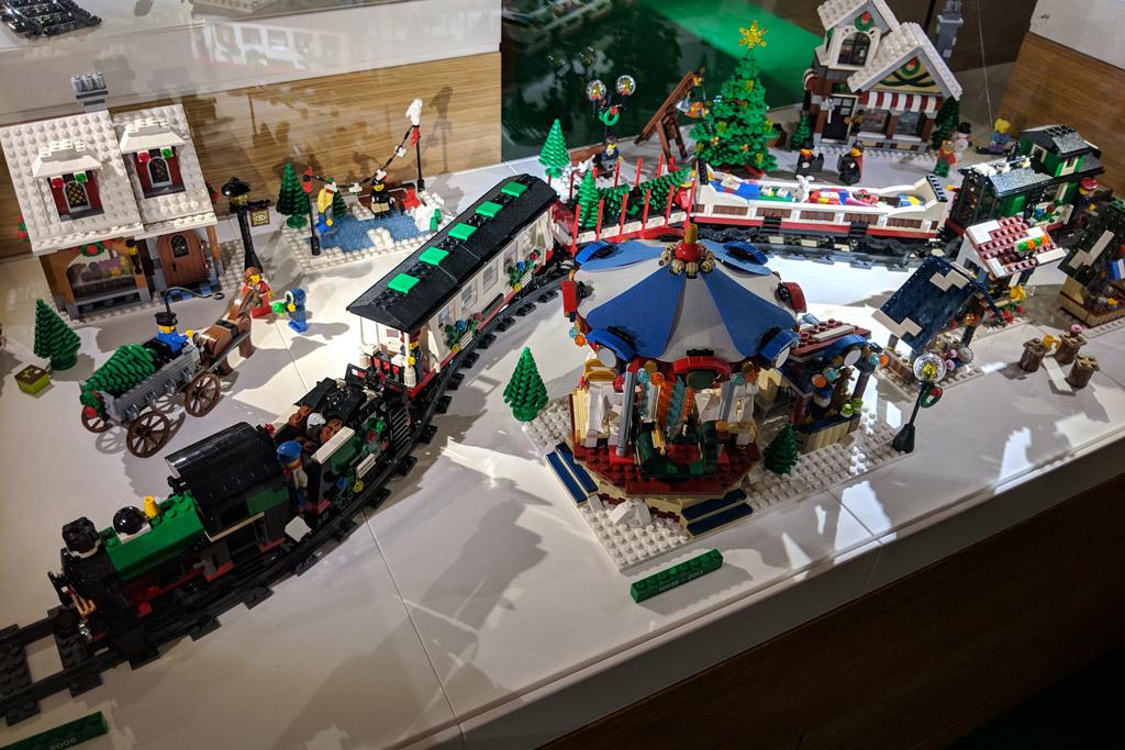 lego-house-weihnachten-zug-2018-zusammengebaut-andres-lehmann zusammengebaut.com