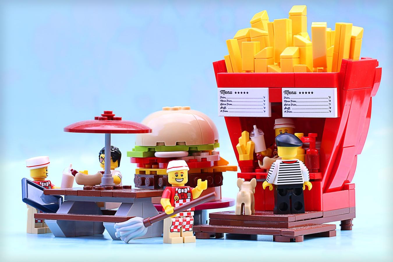 lego-ideas-food-stand-diners-front-frostbricks zusammengebaut.com