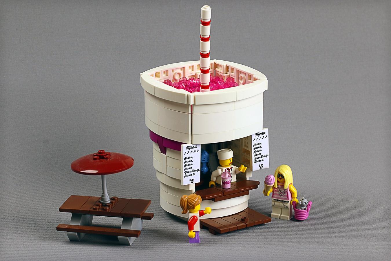 lego-ideas-food-stand-diners-shake-frostbricks zusammengebaut.com
