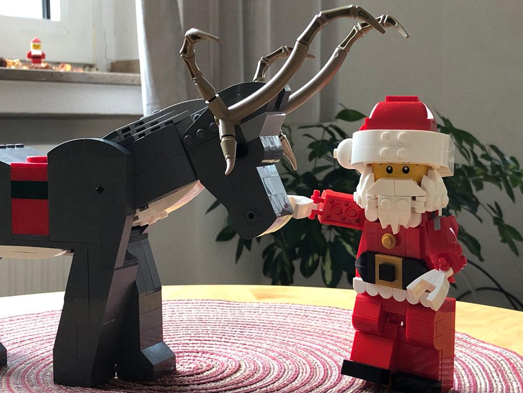 lego-mitarbeiter-set-weihnachtsmann-rentier-4002018-zusammengebaut-michael-kopp zusammengebaut.com