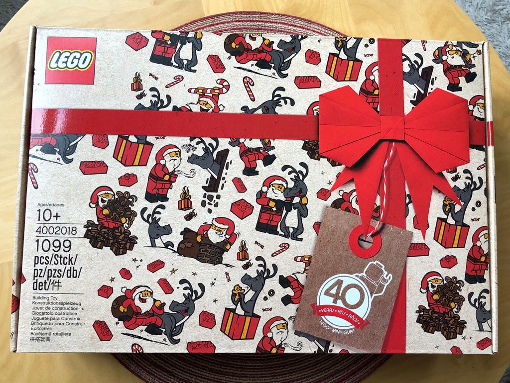 lego-mitarbeiter-set-weihnachtsmann-rentier-box-4002018-zusammengebaut-michael-kopp zusammengebaut.com