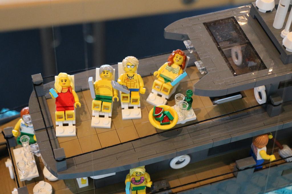 lego-yacht-korallenriff-deck-gabor-horvath-zusammengebaut-2018-andres-lehmann zusammengebaut.com