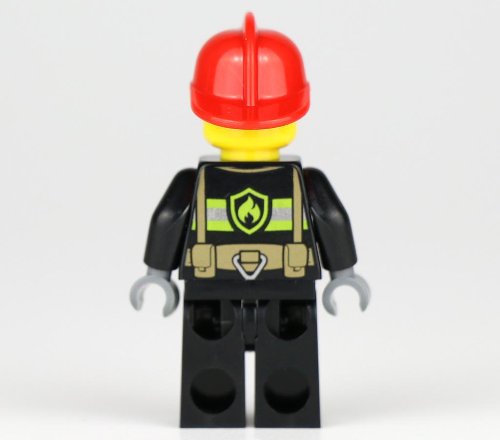 lego-city-polybag-fire-atv-30361-polyybag-minifigur-rueckseite-2019-zusammengebaut-andres-lehmann zusammengebaut.com