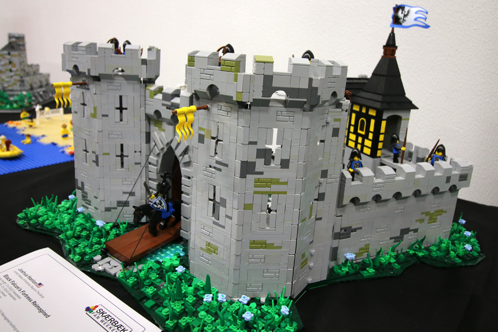 lego-moc-black-fortress-reimagined-front-mark-erickson-skaerbaek-fan-weekend-2018-andres-lehmann zusammengebaut.com