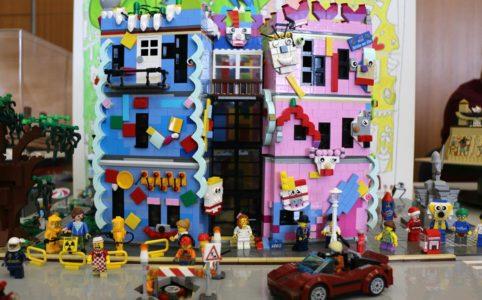 lego-moc-happy-rizzi-house-front-braunschweig-haus-timo-will-zusammengebaut-2018-andres-lehmann zusammengebaut.com