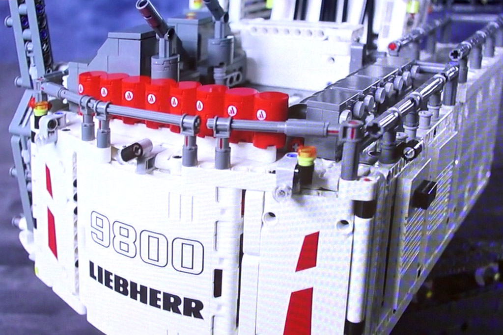 lego-technic-liebherr-9800-42100-heck-schaufel-spielwarenmesse-2019-zusammengebaut-andres-lehmann