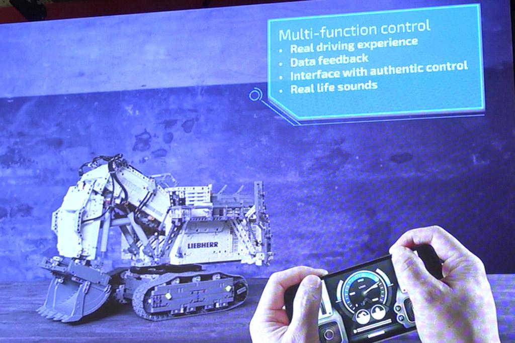 lego-technic-liebherr-smartphone-steuerung-9800-42100-front-kette-spielwarenmesse-2019-zusammengebaut-andres-lehmann zusammengebaut.com