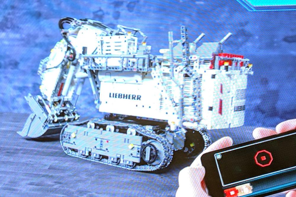 lego-technic-liebherr-smartphone-zusammengebaut-2019-andres-lehmann zusammengebaut.com