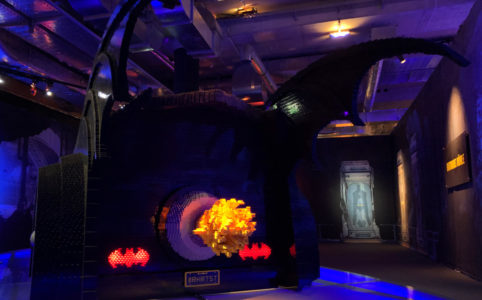the-art-of-the-brick-wien-dc-super-heroes-batman-batmobil-ruecklichter-2018-zusammenegbaut-michael-kopp zusammengebaut.com