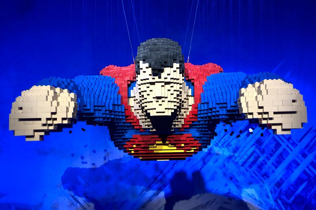the-art-of-the-brick-wien-superman-vorne-2018-zusammengebaut-michael-kopp zusammengebaut.com