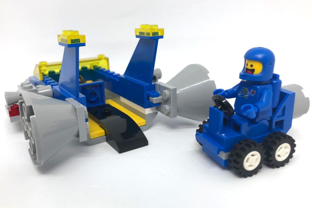the-lego-movie-2-emmets-und-bennys-bau-und-reparaturwerkstatt-spaceship-einparken-70821-2019-zusammengebaut-matthias-kuhnt zusammengebaut.com