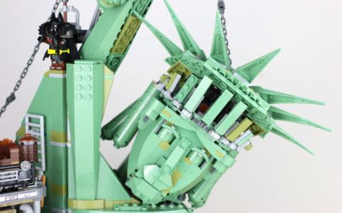 the-lego-movie-2-willkommen-in-apokalypstadt-set-70840-freiheitsstatue-2019-zusammengebaut-andres-lehmann zusammengebaut.com