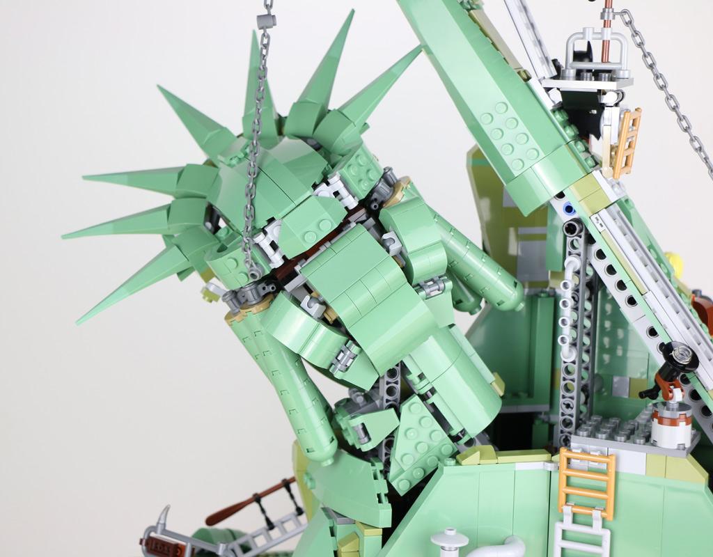 the-lego-movie-2-willkommen-in-apokalypstadt-set-70840-freiheitsstatue-rueckseite-2019-zusammengebaut-andres-lehmann zusammengebaut.com