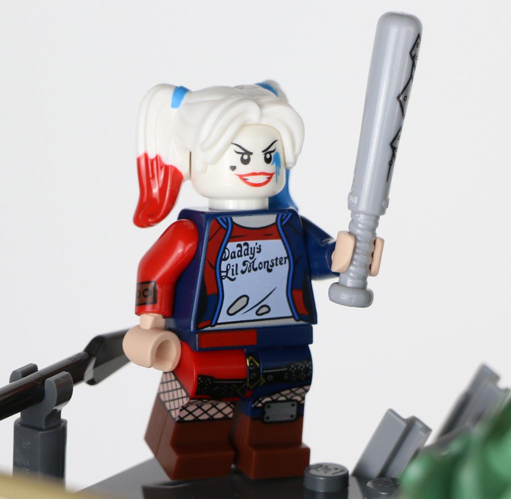 the-lego-movie-2-willkommen-in-apokalypstadt-set-70840-minifiguren-harley-quinn-2019-zusammengebaut-andres-lehmann zusammengebaut.com
