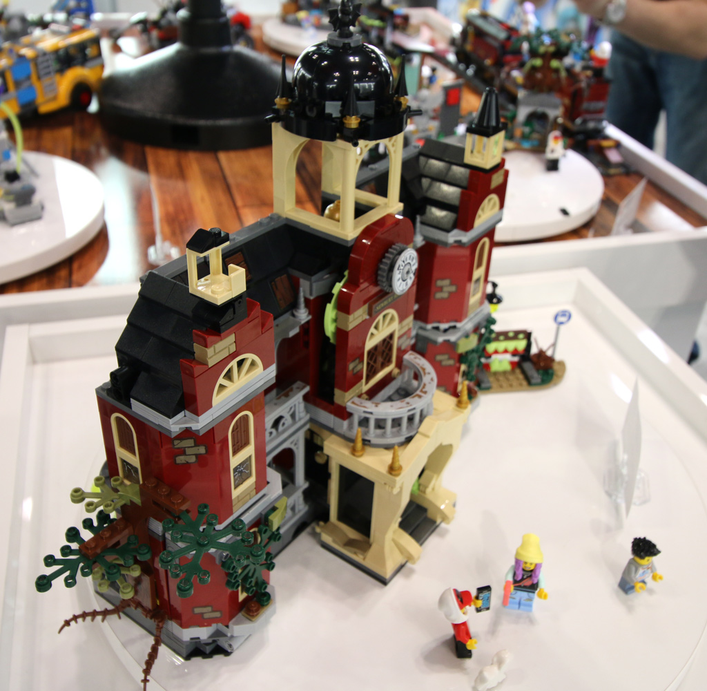 lego-hidden-side-high-school-schule-70425-side-new-york-toy-fair-2019-zusammengebaut-andres-lehmann zusammengebaut.com
