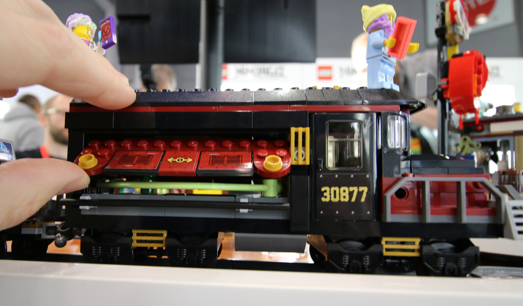 lego-hidden-side-train-70424-side-new-york-toy-fair-2019-zusammengebaut-andres-lehmann zusammengebuat.com