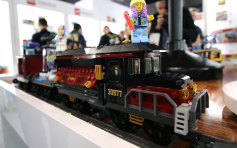 lego-hidden-side-train-front-70424-side-new-york-toy-fair-2019-zusammengebaut-andres-lehmann zusammengebaut.com