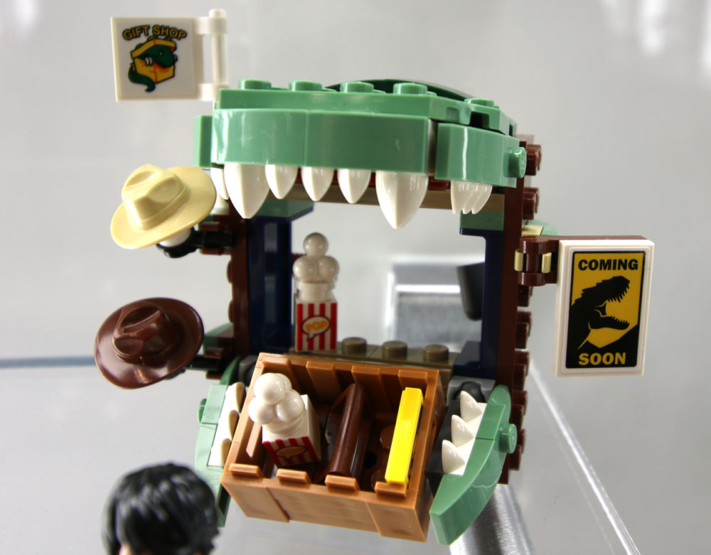lego-jurassic-world-dilophosaurus-on-the-loose-75932-stand-new-york-toy-fair-2019-zusammengebaut-andres-lehmann zusammengebaut.com