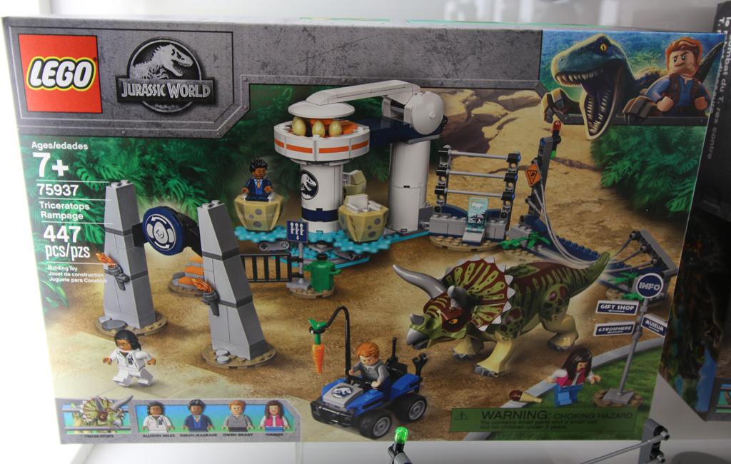 lego-jurassic-world-triceratops-rampagne-75937-new-york-toy-fair-2019-zusammengebaut-andres-lehmann zusammengebaut.com