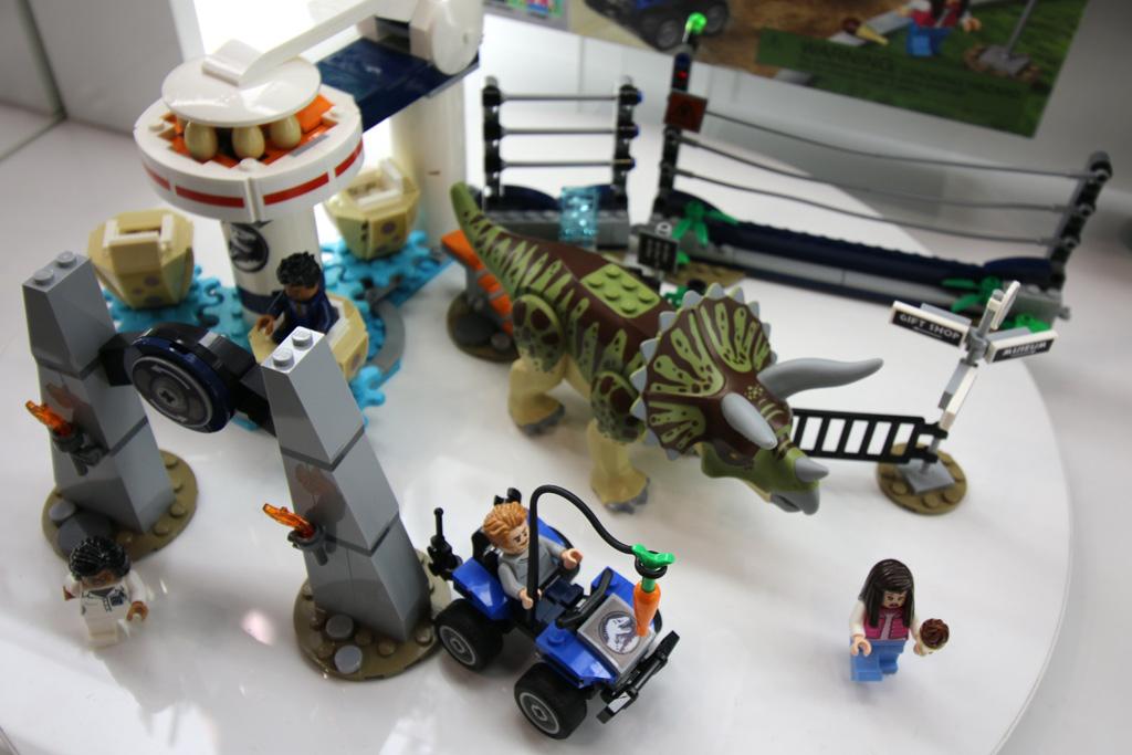 lego-jurassic-world-triceratops-rampagne-75937-overview-new-york-toy-fair-2019-zusammengebaut-andres-lehmann zusammengebaut.com