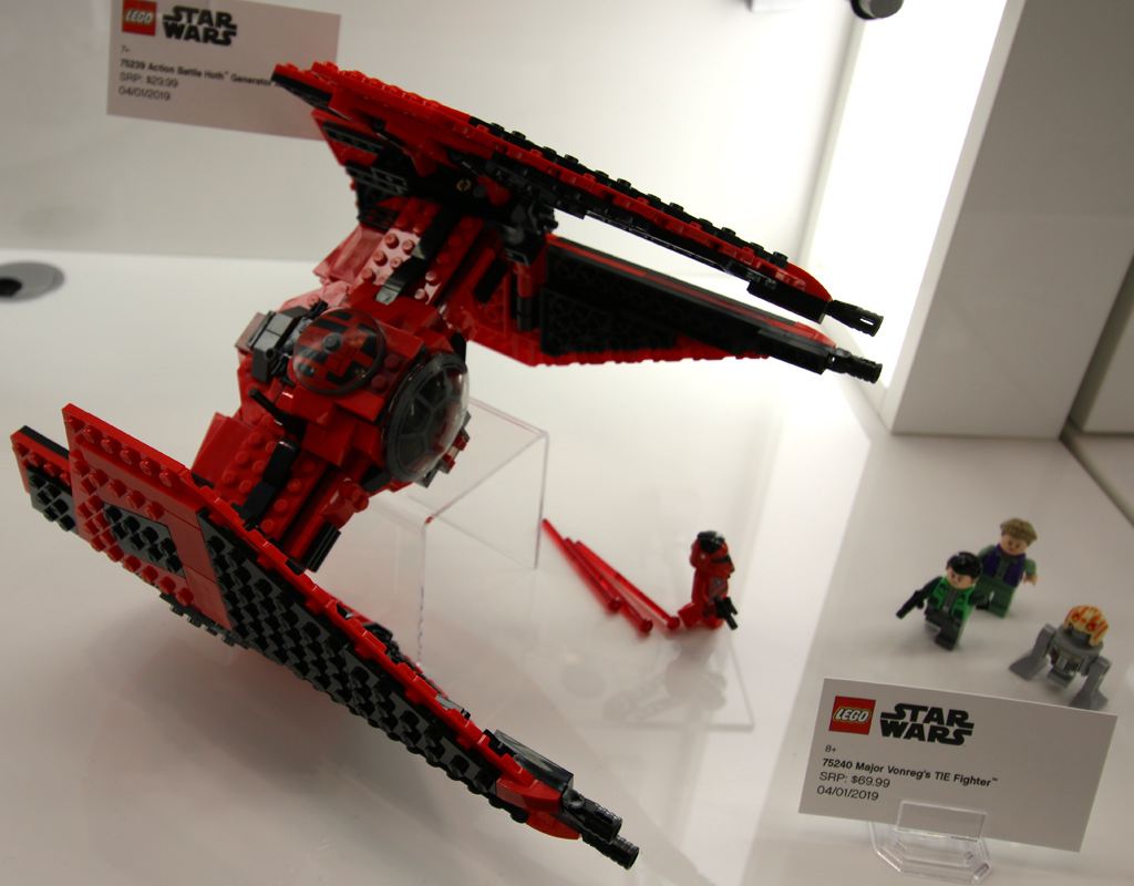 lego-star-wars-major-vonregs-tie-fighter-75240-gesamt-new-york-toy-fair-2019-zusammengebaut-andres-lehmann zusammengebaut.com