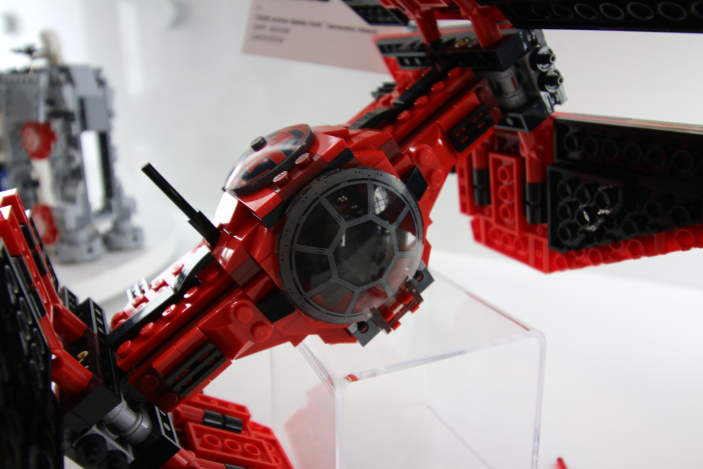 lego-star-wars-major-vonregs-tie-fighter-75240-new-york-toy-fair-2019-zusammengebaut-andres-lehmann zusammengebaut.com