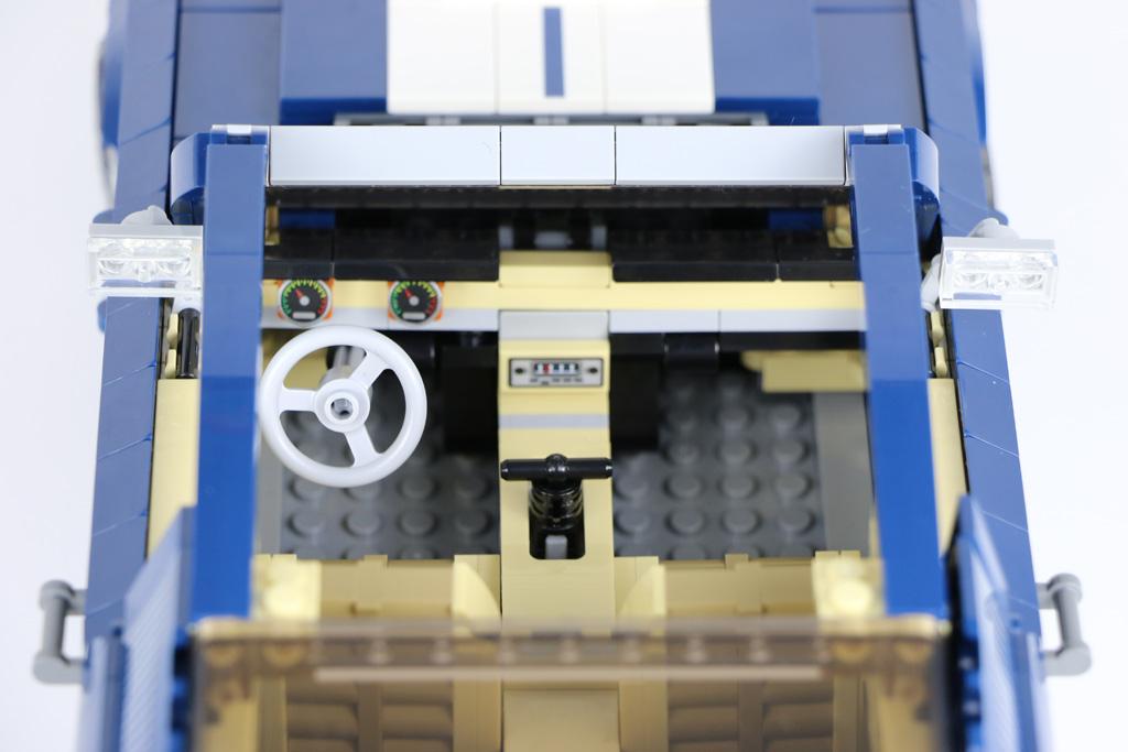 lego-creator-expert-ford-mustang-10265-cockpit-innenraum-2019-zusammengebaut-andres-lehmann zusammengebaut.com