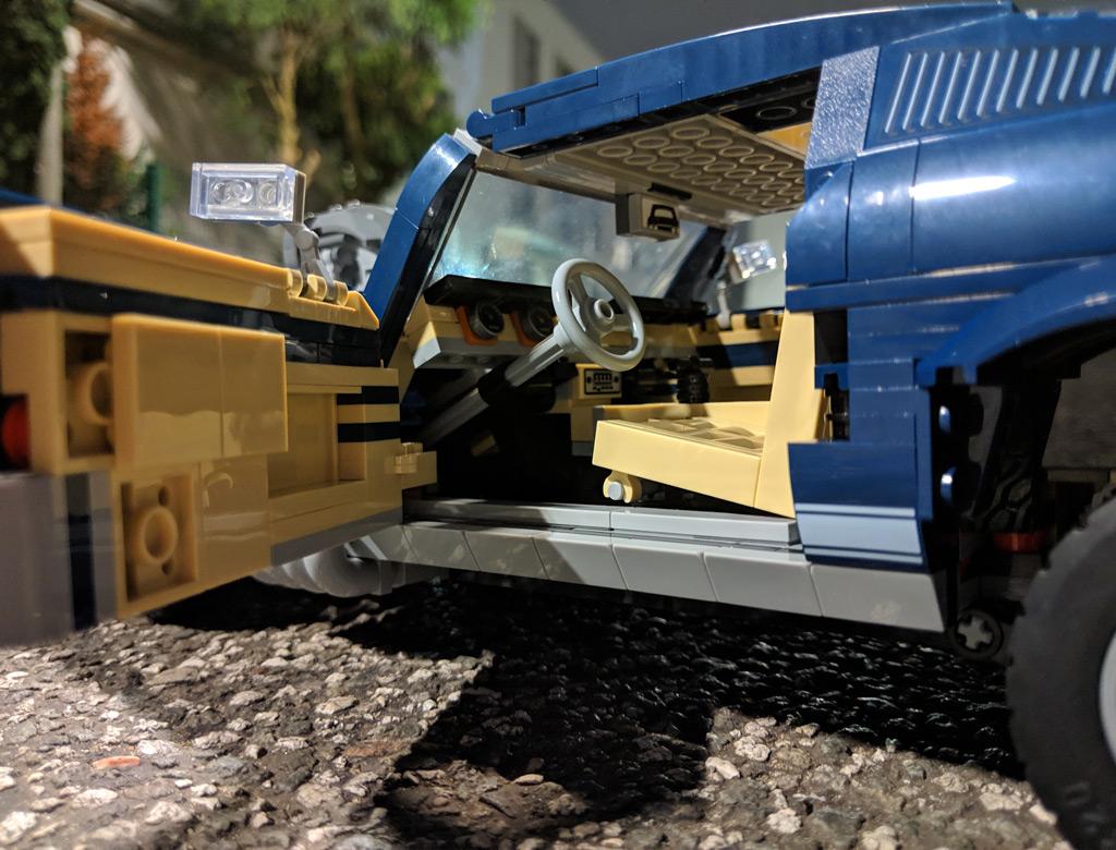 lego-creator-expert-ford-mustang-10265-tuning-aufbocken-einsteigen-2019-zusammengebaut-andres-lehmann zusammengebaut.com