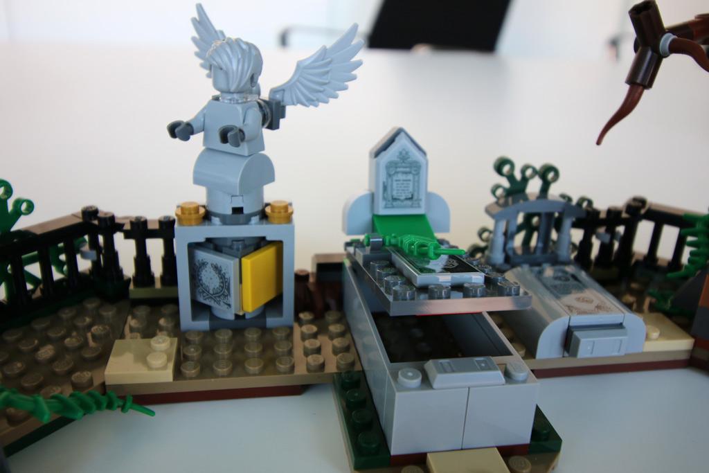 lego-hidden-side-the-graveyard-70420-draufsicht-billund-leben-2019-zusammengebaut-andres-lehmann zusammengebaut.com