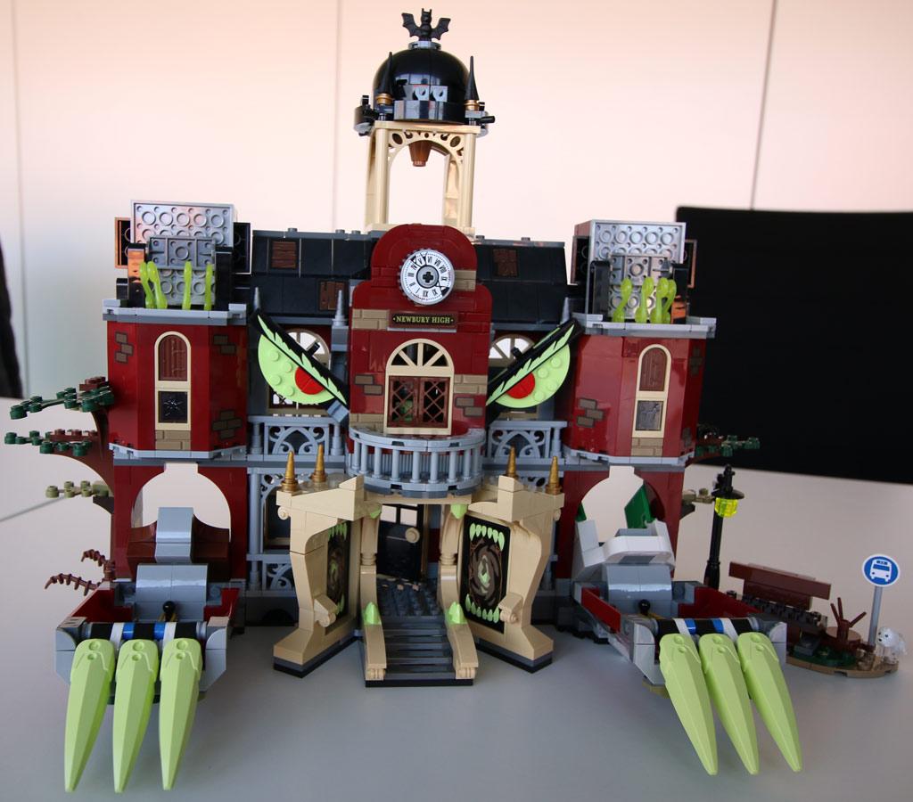 lego-hidden-side-the-high-school-70425-rueckseite-billund-front-monster-2019-zusammengebaut-andres-lehmann zusammengebaut.com