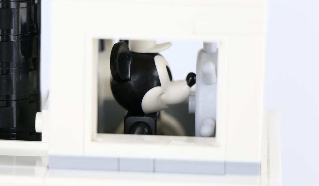 lego-ideas-steamboat-willie-set-21317-disney-mickey-mouse-minnie-steuer-2019-zusammengebaut-andres-lehmann zusammengebbaut.com
