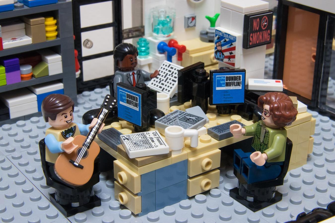 lego-the-office-buero-gitarre zusammengebaut.com
