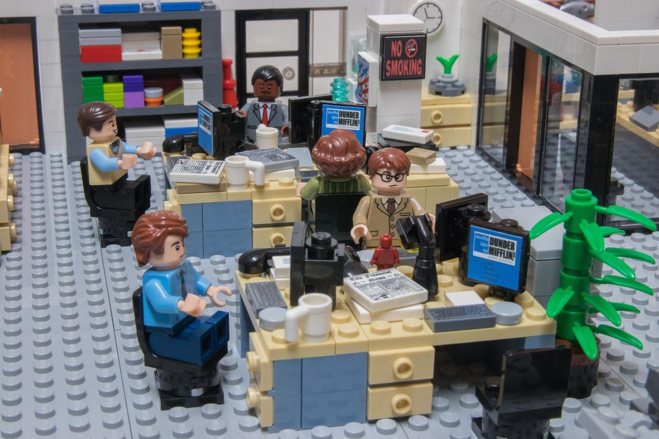 lego-the-office-buero zusammengebaut.com