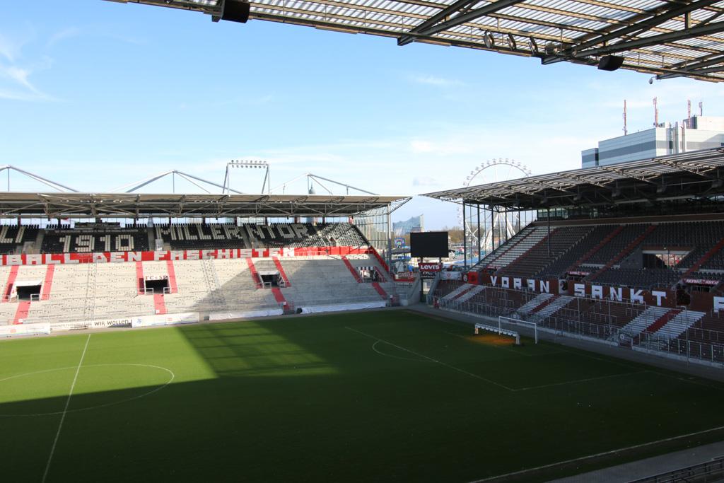 millerntor-fussball-stadion-floating-bricks-dom-hamburg-2019-zusammengebaut-andres-lehmann zusammengebaut.com
