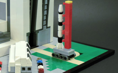 nasa-apollo-v-lego-moc-ryan-olsen