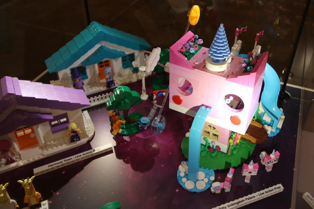 the-lego-movie-2-unikitty-unikingdom-palace–live-action-rop-lego-house-2019-zusammengebaut-andres-lehmann zusammengebaut.com