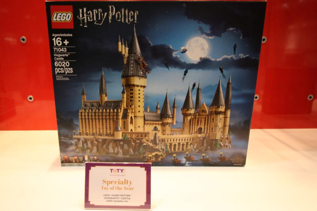 toy-of-the-year-award-lego-toy-fair-2019-hogwarts-castle-harry-potter-71043-usammengebaut-andres-lehmann zusammengebaut.com