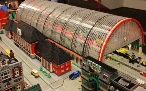 bahnhof-hamm-lego-floating-bricks-2019-zusammengebaut-andres-lehmann zusammengebaut.com