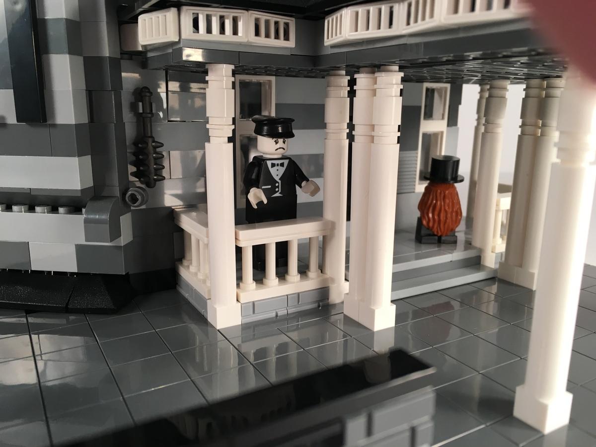 lego-ideas-addams-family-mansion-modular-eingang-afol777-2019 zusammengebaut.com