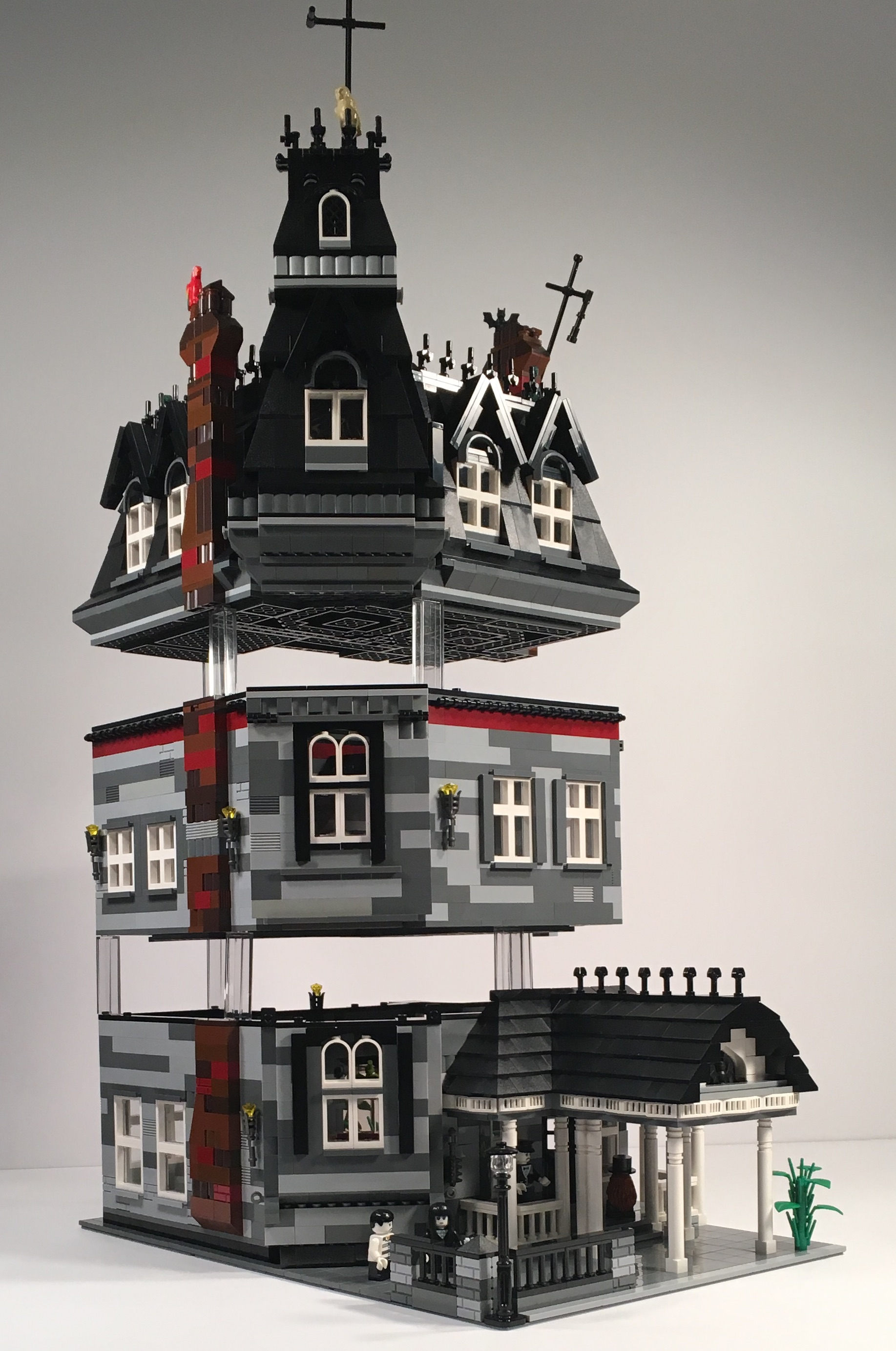 lego-ideas-addams-family-mansion-modular-stockwerke-afol777-2019 zusammengebaut.com
