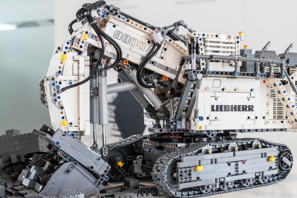lego-technic-liebherr-r-9800-42100-ausschnitt zusammengebaut.com