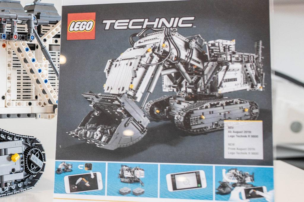 lego-technic-liebherr-r-9800-42100-control zusammengebaut.com