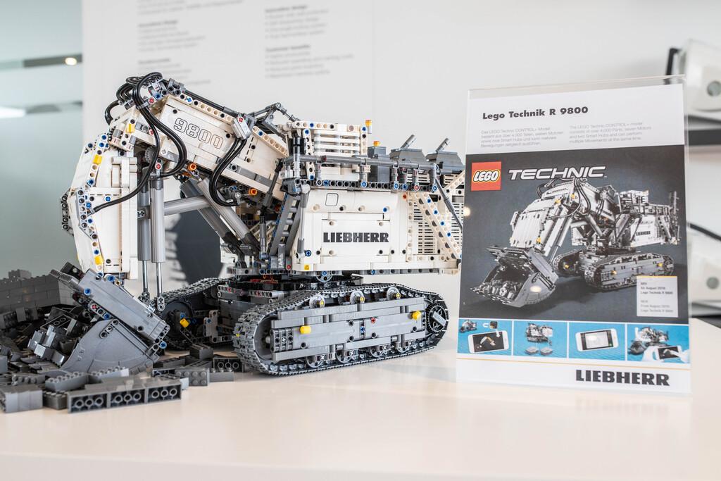 lego-technic-liebherr-r-9800-42100-muenchen zusammengebaut.com