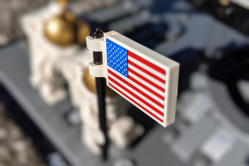 lego-creator-expert-nasa-apollo-11-lunar-lander-10266-mondlandefaehre-2019--flagge-zusammengebaut-andres-lehmann zusammengebaut.com