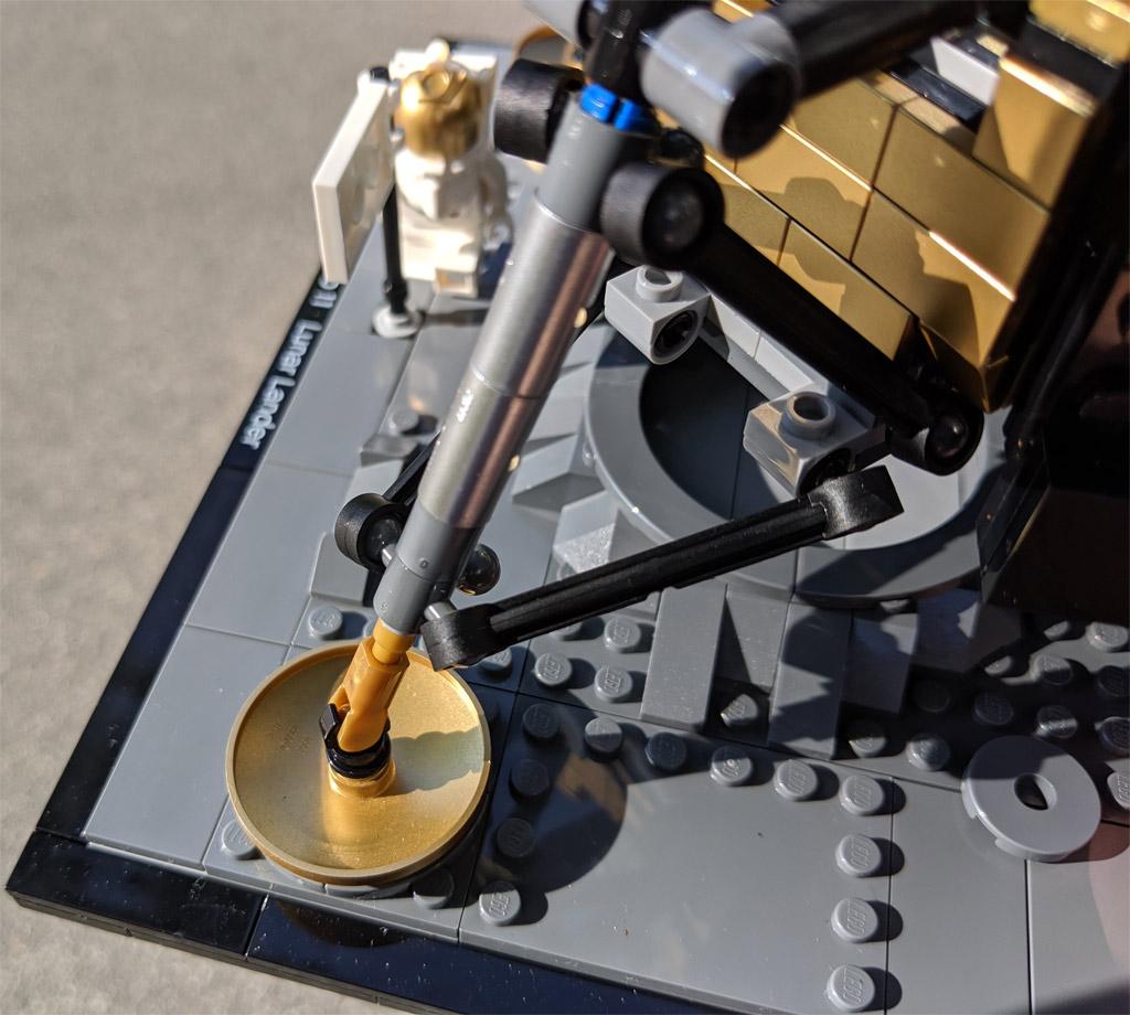 lego-creator-expert-nasa-apollo-11-lunar-lander-10266-mondlandefaehre-2019--goldene-elemente-silberne-zusammengebaut-andres-lehmann zusammengebaut.com