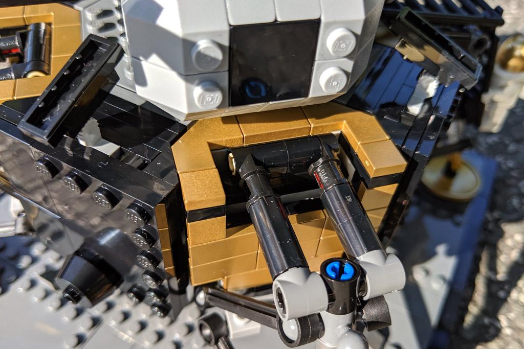 lego-creator-expert-nasa-apollo-11-lunar-lander-10266-mondlandefaehre-2019--goldene-elemente-zusammengebaut-andres-lehmann zusammengebaut.com