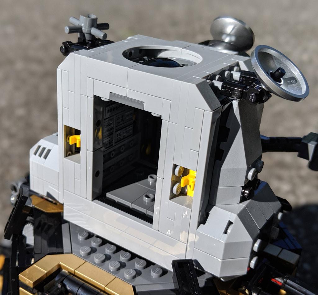 lego-creator-expert-nasa-apollo-11-lunar-lander-10266-mondlandefaehre-2019--kapsel-zusammengebaut-andres-lehmann zusammengebaut.com